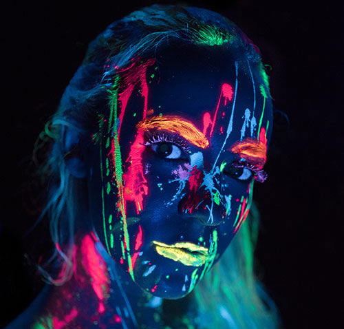 Leuchtende Schminke - Neon Bodypaint