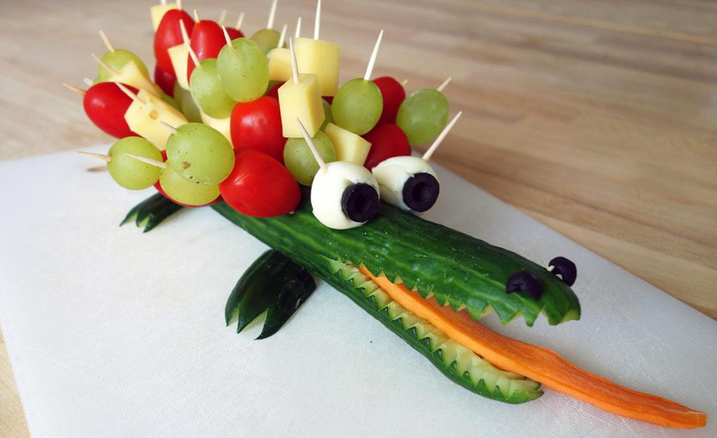 Gesunder Snack Kindergeburtstag Gurkenkrokodil
