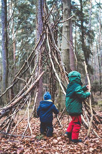 Tipi im Wald bauen